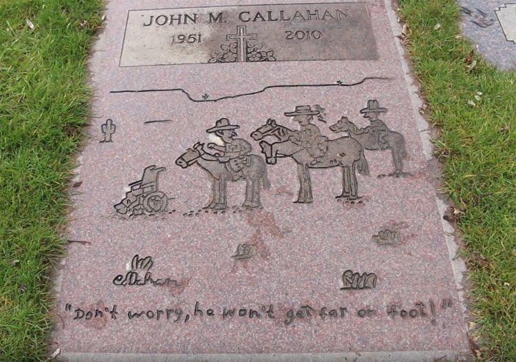 La tumba del dibujante John Callahan con una de sus viñetas en la lápida